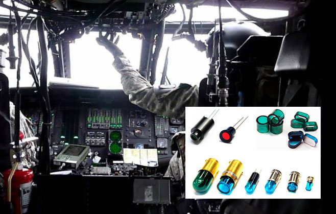 Helikoptercockpit mit Produktbeispielen wie NVIS- Lampen und Filter